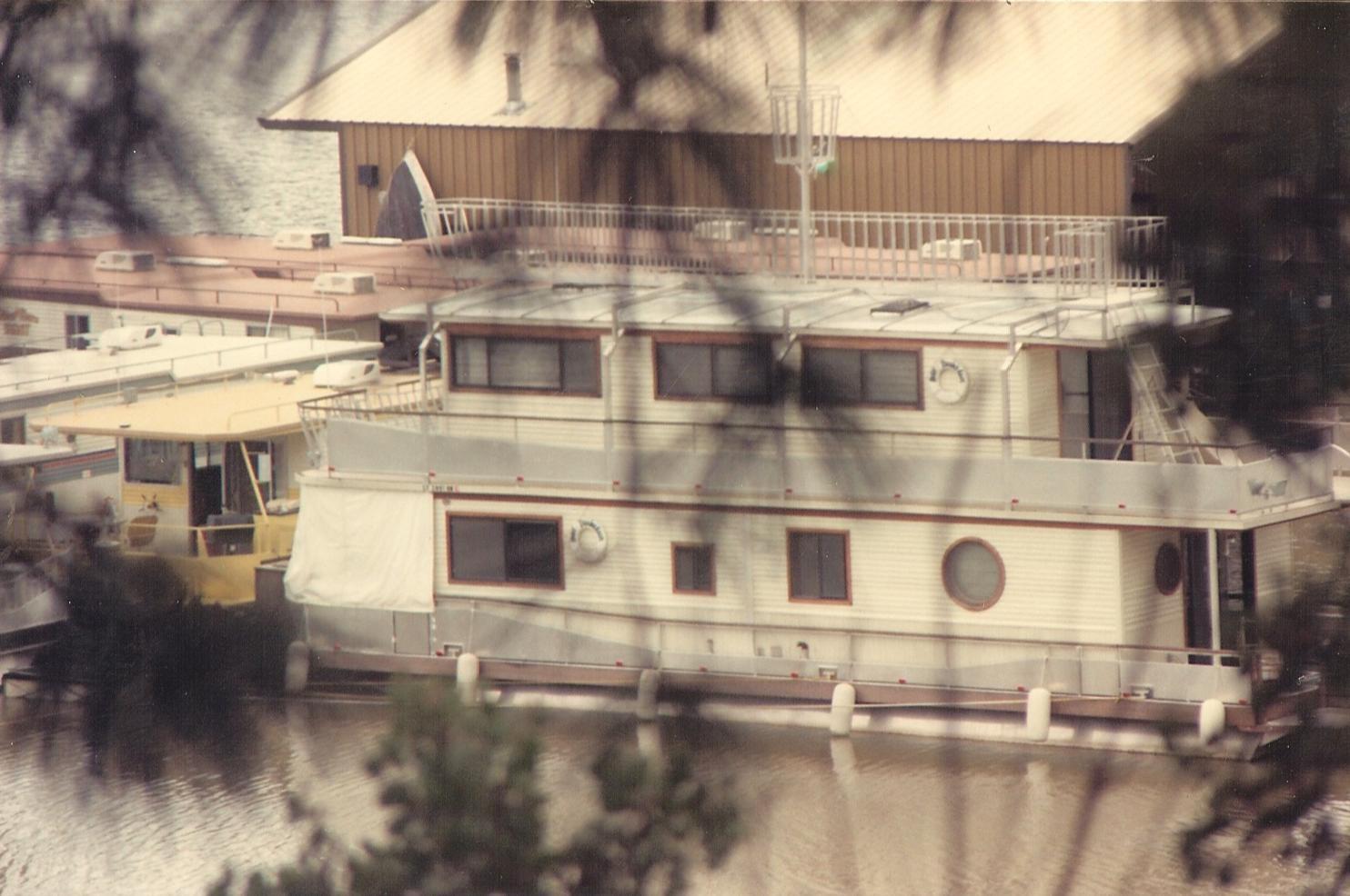 Trafficker Merle Haggard S Houseboat Hotel Troubador Lake Shasta California